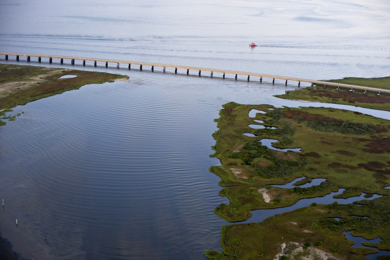 Engineers oregon inlet too shallow to dredge nc onshore for Oregon inlet bridge fishing report