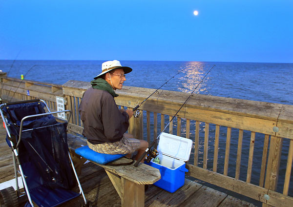 It 39 s a different world at night at virginia beach fishing for Fishing piers in va