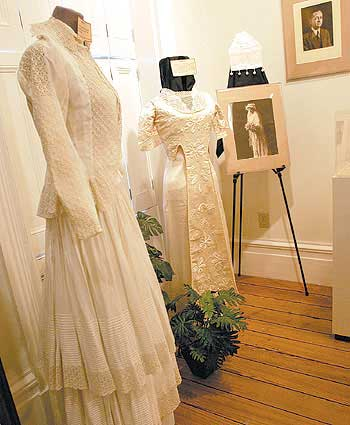 Museum exhibit dresses up for 19th century love stories for Wedding dresses in hampton roads