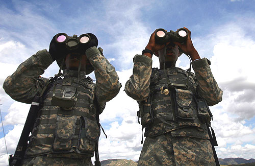 members of the virginia national guard 183rd cavalry unit scan the arizona